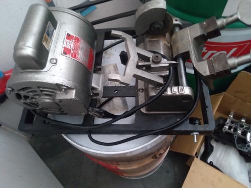 Imagem 1 de 5 de Vendo Chaveiro 2 Máquinas Mais Chaves