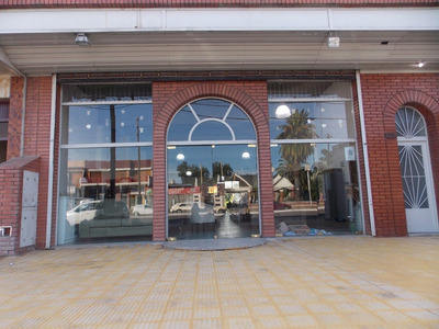 Casa C/local-avda.44 E/139y140 (venta)