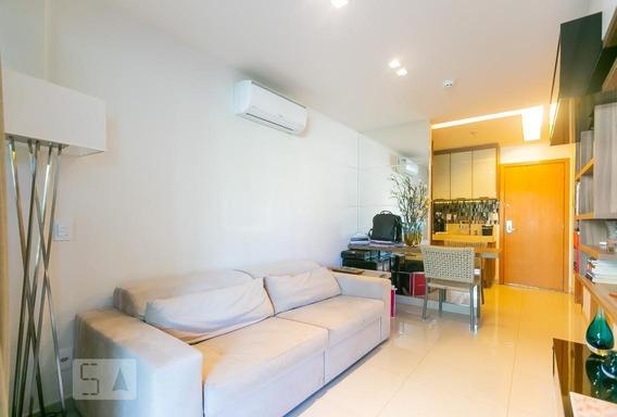 Apartamento Térreo Mobiliado Com 1 Dormitório E 1 Garagem - Id: 892946410 - 246410