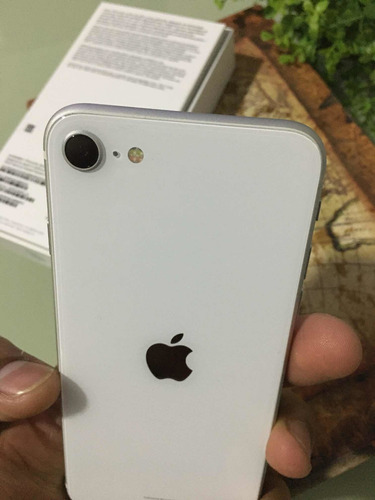 Imagem 1 de 2 de iPhone SE 2020 Novo