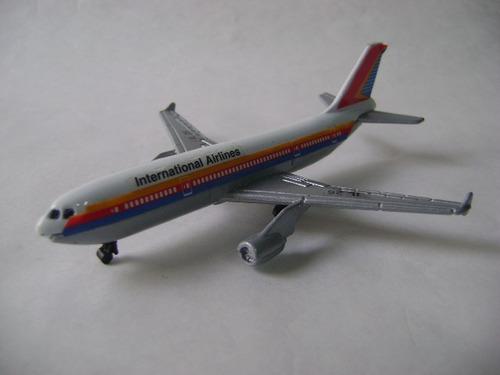 Imagen 1 de 10 de Nico Avion Metal Airlines Int. Lines 26 13 X 11 Cm (avv 39)