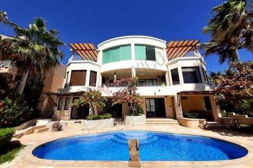 Se Renta Hogar Frente A La Playa En Villa Serena En El Corredor De Cabo San Lucas, 5 Recámaras, Piscina, Jacuzzi Y Terraza, Espectacular Vista Al Mar!
