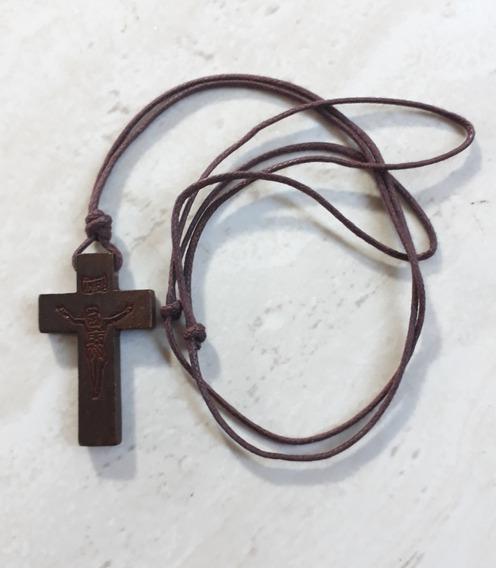 Cordão Com Crucifixo Em Madeira Rústico 10 Unidades.