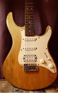 Electric Guitar Yamaha 112j