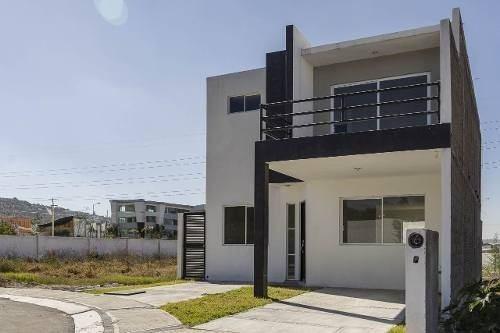 Casa En Corregidora Queretaro En Privada Con Alberca