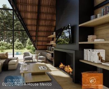 Casa En Venta En Valle De Bravo, Valle De Bravo, Rah-mx-21-734