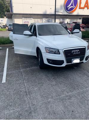 Audi Q5 . .