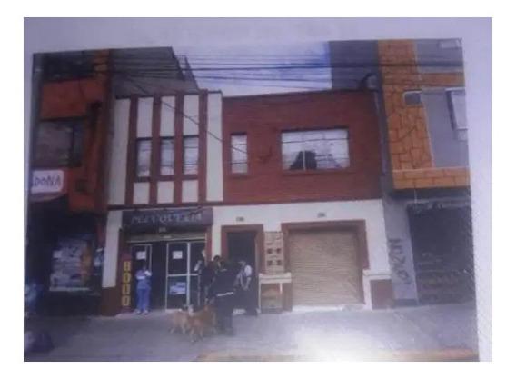 Casa 2 Pisos,terraza, 2 Locales Comerciales, Sobre Avenida.