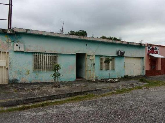 Amplia Casa En Venta En Acarigua #20-16409