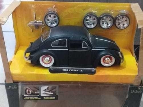 1.24 Volkswagen Fusca Beetle Acompanha Jogo De Rodas.