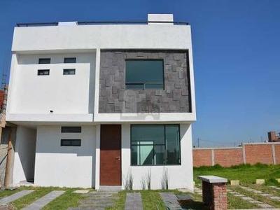 Casa En Venta, Fuentes De San Jose, Cerca De Aeropuerto De Toluca