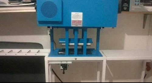 Imagem 1 de 5 de Máquina De Chinelo Com Material