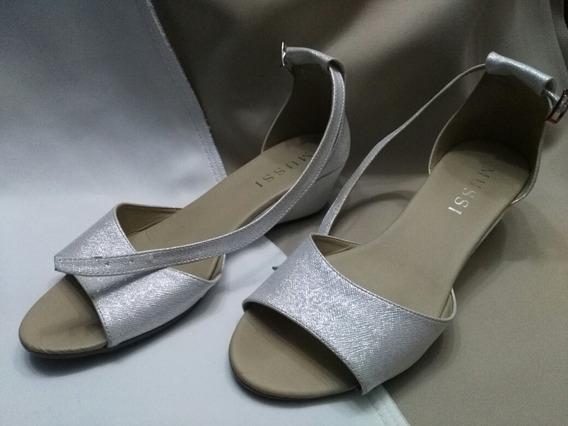 Sandalia Plateada Elegante