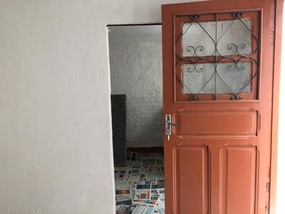 Barracão Com 01 Quarto, Sala E Banho. - 2616