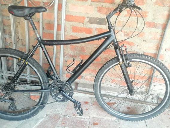 Bicicleta Negra Poco Uso Económica. Precio Negociable.