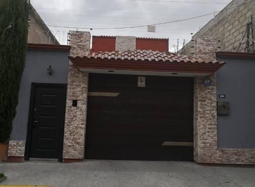 Casa En Venta Sola, Col. Del Parque, Toluca, Mex.