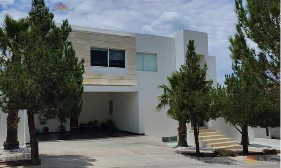 Amplia Casa Residencial En Exclusivo Club De Golf La Loma