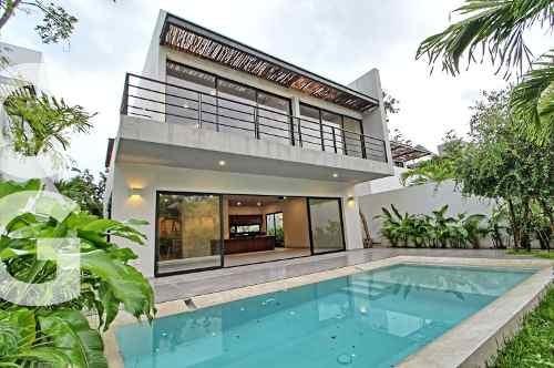 Casa En Venta En Cancun En Residencial Lagos Del Sol 4 Rec