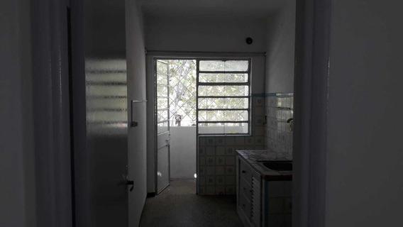 Apartamento En Segundo Piso Por Escalera, Muy Seguro