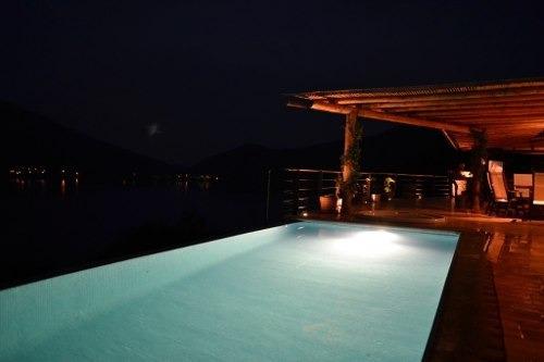 Casa Con Impactante Vista Al Lago. ¡bellísimas Puestas De Sol Todo El Año!.