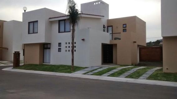 Hermosa Casa En Renta, En Puerta Real 4 Rec. 3 1/2 Baños, Alberca.