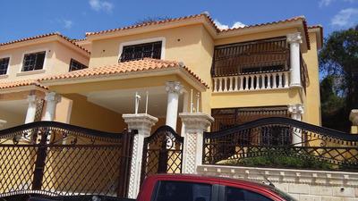 Casa Duplex En Centro De La Ciudad De 3 Hab, 3 Baños...