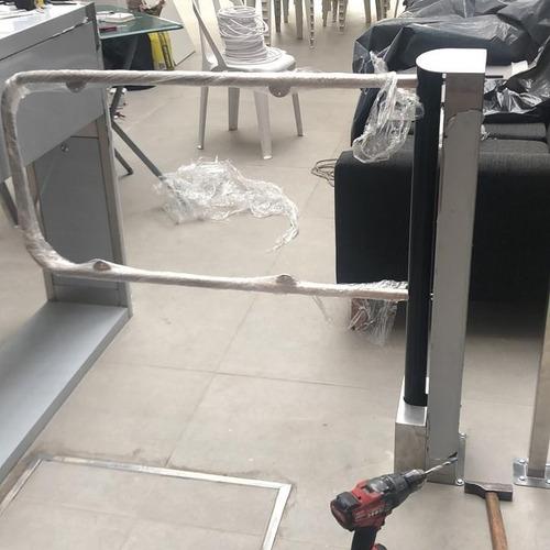 Puerta De Discapacitados/emergencia