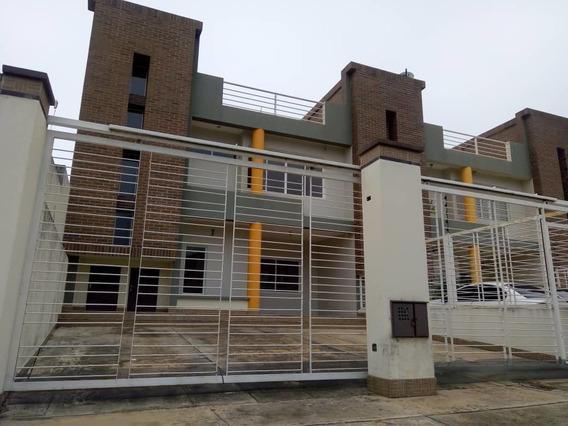 Se Vende Hermoso Town House A Estrenar En Altos De Caroni