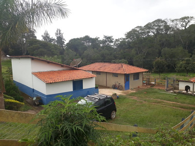 Sítio Em Caxambu Sul De Minas , Ótima Localização , Casa Com Quarto , Sala , Cozinha , Banheiro, Muita Água. - 3959