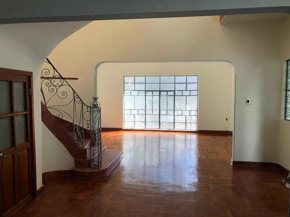 Residencia Con 2 Casas, Para Familias Grandes U Oficinas.