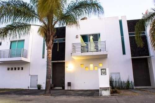 Casa En Venta En Zona Real Zapopan Junto Al Tec De Monterrey