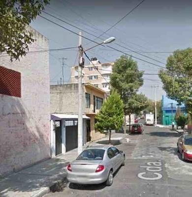 Casa En Venta En Cda Fracia, San Simon ¡remate Bancario!
