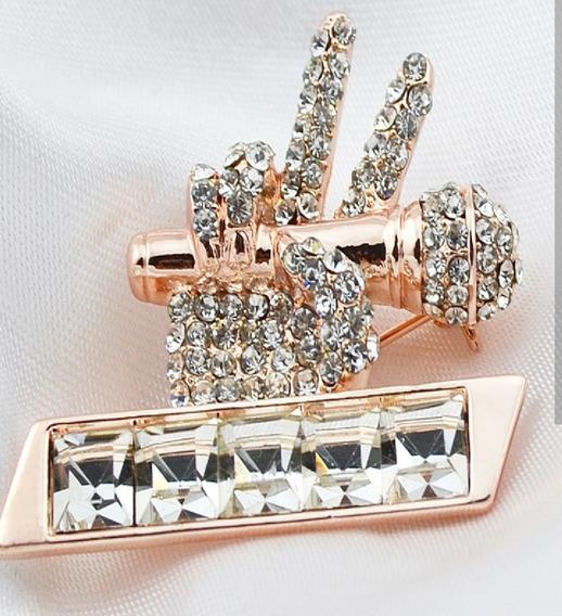 Y Broche Micrófono Y Mano Cristales Swarovski