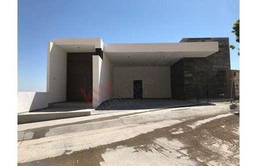 Residencia En Venta En El Roble Residencial, Desarrollo Exclusivo, Seguridad 24hrs, Areas Verdes, Acceso Controlado, Terraza Enorme! / Residencial / Casa / El Roble Residencial / Zona De Alta Plusval