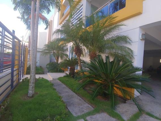 Apartamento En Urb. Piña Ii, Sfm., Con 2 Parqueos.