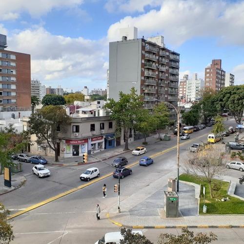 Venta Apartamento Pocitos Soleado Balcón, 2 Dormit., Suite