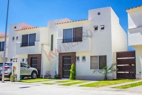 Casa En Venta Fraccionamiento Puerta De Piedra $1,570,000.00