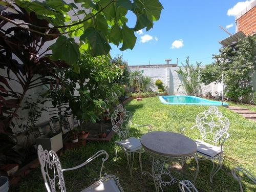 Imagen 1 de 11 de Casa Con Jardín Y Piscina - Parque Avellaneda