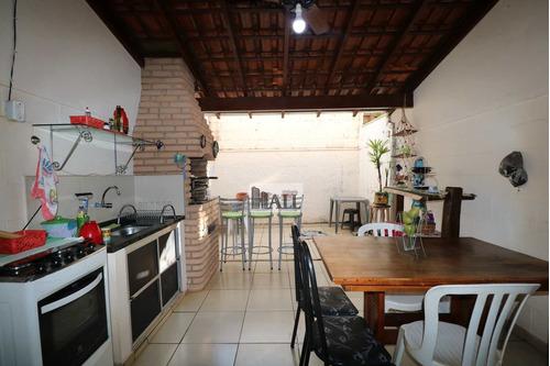 Casa À Venda No Condomínio Borguese I Com 2 Quartos, 2 Vagas - V8101