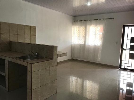 Casa En Residencial Privado De 3 Cuartos, 2 Baños.