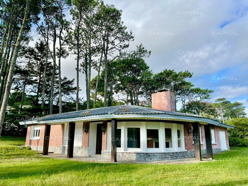 Casa De Cuatro Dormitorios En Playa Mansa - Venta- Ref: 30641