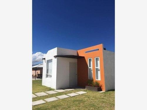 Casa Sola En Venta Casa A Solo 20 Min Del Centro, Fracc Con Canchas Y Área Verde