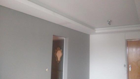 Apartamento 2 Dormitórios Com Sacada