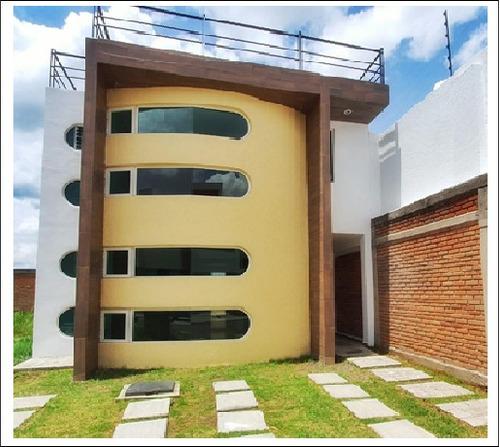 Imagen 1 de 14 de Casa Moderna  De 3 Recamaras, Cuarto De Juego Y Terraza