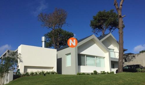Excelente Oportunidad. Hermosa Casa Con Piscina.- Ref: 214285