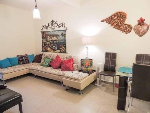 Apartment In Zirandaro
