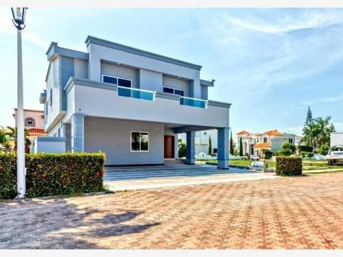 Casa Sola En Venta Club Real Hermosa Residencia En Coto Privado Dentro De Marina Mazatlan