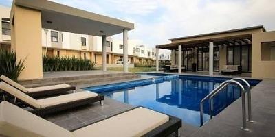 Estrena Hermosa Casa En El Refugio, Alberca, 3 Recamaras, 2.5 Baños, Jardín..