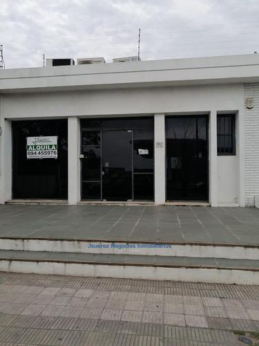 J.s Local Comercial  Frente Al M. Modelo
