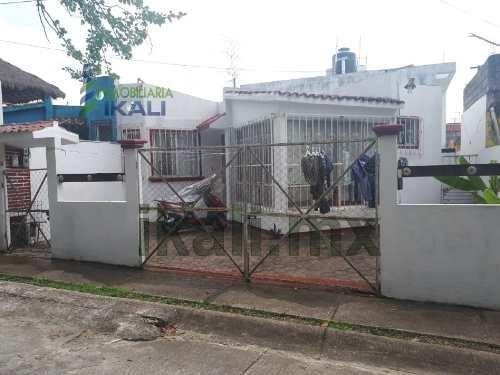 Casa Renta 2 Recamaras Vista Hermosa Tuxpan Veracruz, Muy Cerca Del Libramiento Lopez Mateos, Una Sola Planta, Cuenta Con Sala, Comedor, Cocina, 2 Recamaras, 1 Baño, Un Pequeño Patio En Frente Y Otro